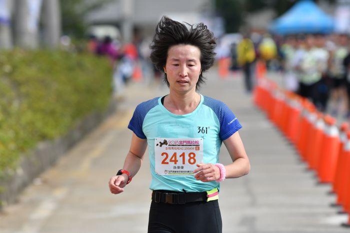 孙伟伟_361°跑步顾问同时亦为前世界冠军的马拉松好手孙伟伟拿下全马女子