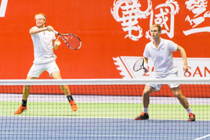會內賽第一輪 - M.Barton(左)、L.Saville(右