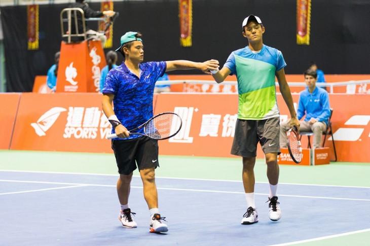 會內賽第一輪 - 林維德(左)、林亮羽(右)