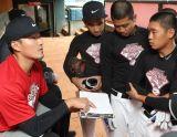 林哲瑄擔任模擬賽教練指導小球員戰術