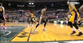 Kobe與Hibbert精彩Pick and Roll配合,後者接應Kobe妙傳完成強力入樽