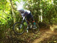 雅加達亞運奪下坡賽銀牌 馳騁山林的亞洲越野車王「阿丹」江勝山
