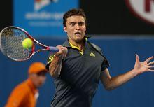 想學網球嗎?西蒙傳授個人招式給你