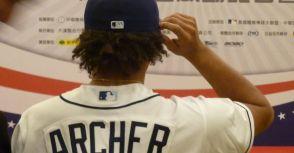 2015/10/16 我與光芒隊投手Chris Archer在福華飯店MLB Baseball Park棒球樂園記者會