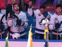 NHL 第一人 J.T. Brown 舉右拳表達反種族歧視