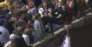 世界上最衰小的棒球迷,正在家裡祈禱小熊奪冠