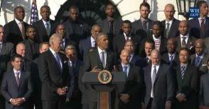歐巴馬接見騎士隊 妙語如珠全場笑不停