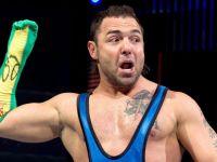 摔角招式由來解密:Santino Marella致命又搞笑的「Cobra (眼鏡蛇)」