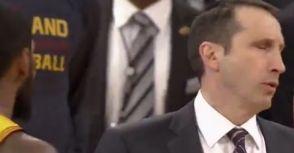 【爭議鏡頭】不滿全寫臉上? Kyrie Irving質疑教練喊停時機?