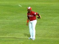 12強墨西哥右外野手Yadir Drake玩球特技