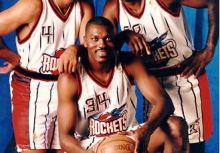 【歷史上的今天】:1996/11/04 Barkley 成為史上第四位 2 萬分、1 萬籃板、3500 助攻的球員