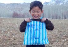 自製梅西球衣的小男孩找到了!小獅王將親自接見!